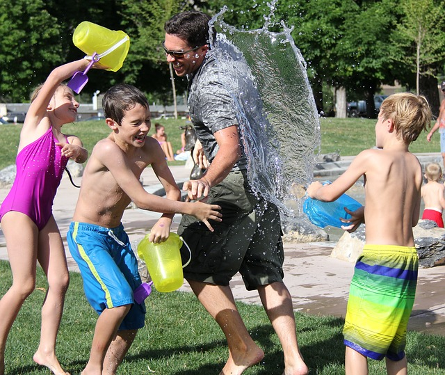 water-fight-family